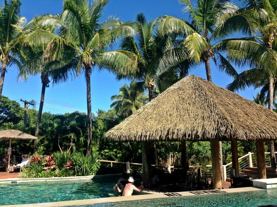 Outrigger Fiji Beach Resort: Adults only pool with swim up bar