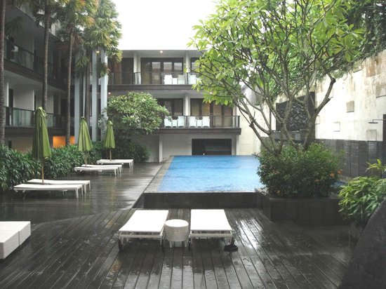 Dekuta Hotel: arround the pool side