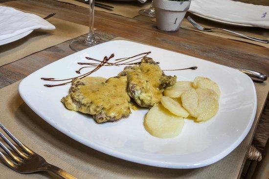 Restaurante Dona Elvira Seville : Restaurante Doña Elvira, restaurante y tapas en la Plaza Doña Elvira, barrio Santa Cruz, Sevilla