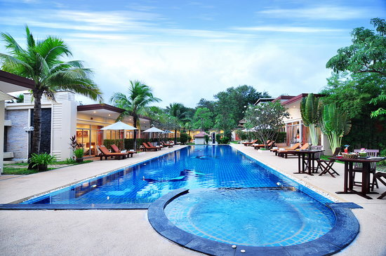 Phuket Sea Resort: Ourdoor swimming pool