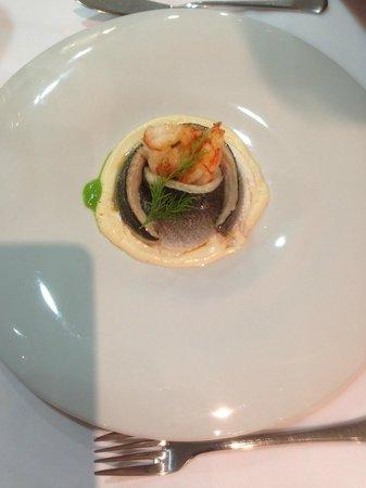 Mesón Hermanos Carrasco: Fab sea bass with prawns on a light cream sauce.....