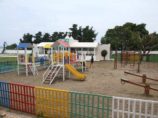 Doreta Beach Hotel : детская площадка