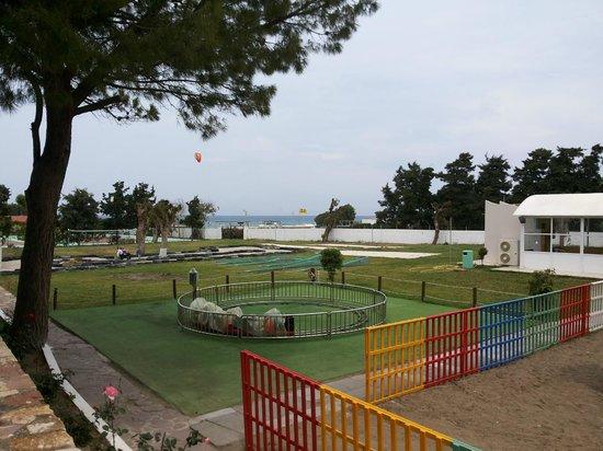 Doreta Beach Hotel : площадка для детей