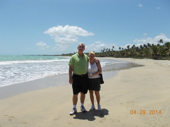 Sue's Place: beach on way old san juan