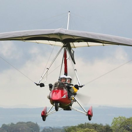 Strathaven, UK: Check out the grins as one of our microlights comes in to land