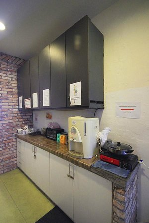 Raizzy's Guesthouse: Coffee and tea facilities, where the breakfast is served