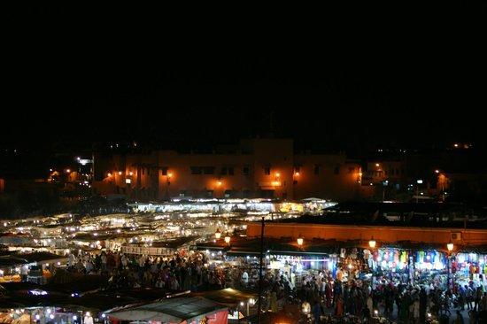 Riad Andalla : Vue de la terrasse sur la place