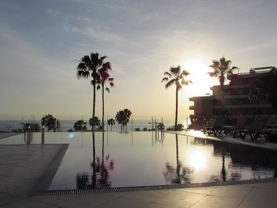 HOVIMA Costa Adeje: view from the top pool, early evening