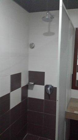 De Baron Resort: Shower