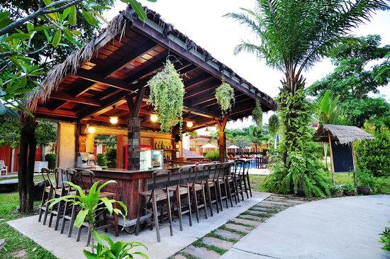 Phuket Sea Resort: Pool Side Bar