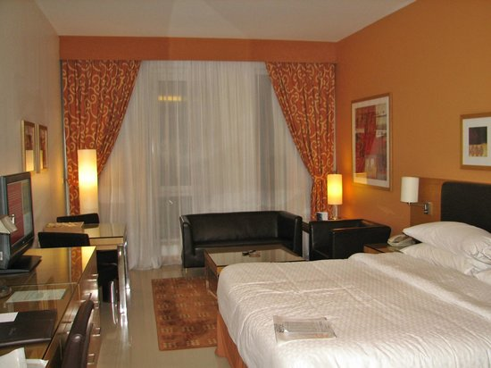 Four Points by Sheraton Downtown Dubai : The room