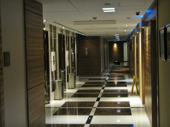 Four Points by Sheraton Downtown Dubai : The elevators