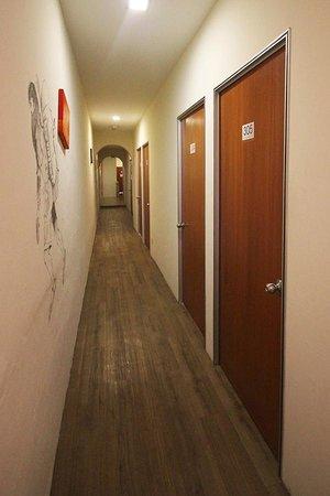 Raizzy's Guesthouse: Corridor
