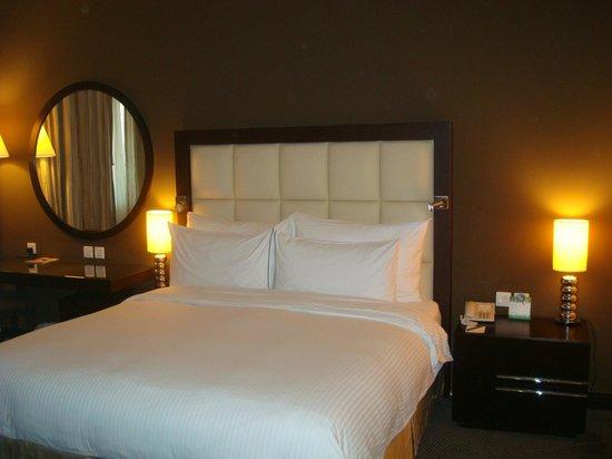 Flora Park Deluxe Hotel Apartments: Main Bedroom