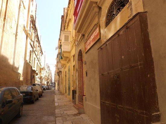 Luciano Al Porto Boutique: Street view