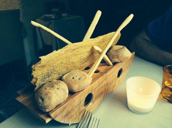 Osteria Antico Brolo: Bread basket which we got twice!!