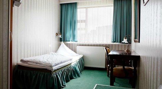 Hotel Hella: Single room with facilities.