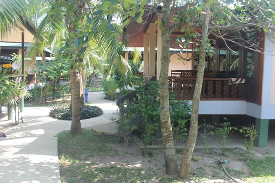 Koh Phangan Dreamland Resort: Тропинка к океану