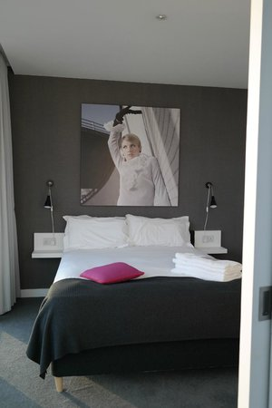 Staying Cool at the Rotunda: bedroom