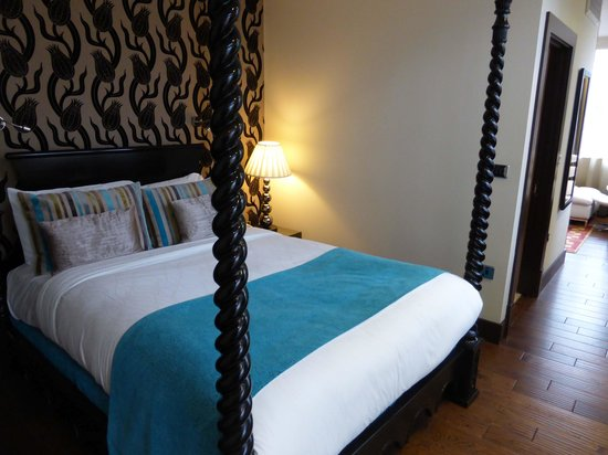 Hotel Indigo London Tower Hill: Spot the missing bedside table!