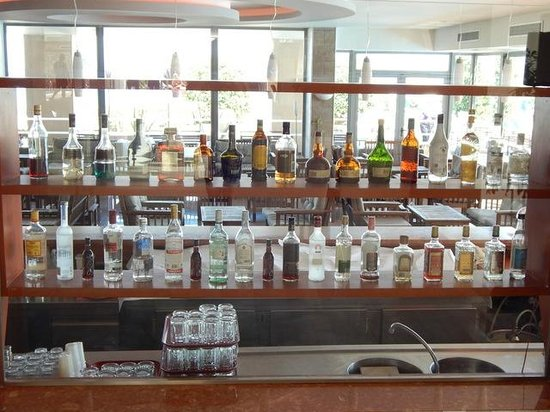 Oceanis Hotel: back of bar