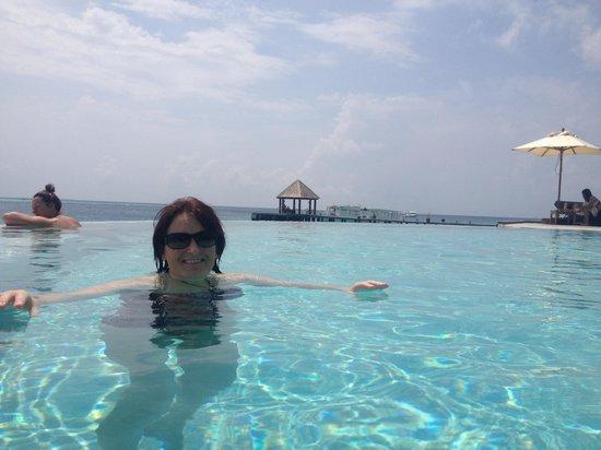 Komandoo Maldives Island Resort: Cool pool