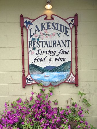 Lakeside Restaurant : Front sign