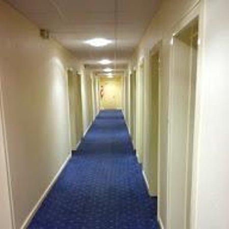 Hotel Pacific: Flur wie im Krankenhaus.