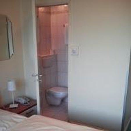 Hotel Pacific: Auf ein Zimmer