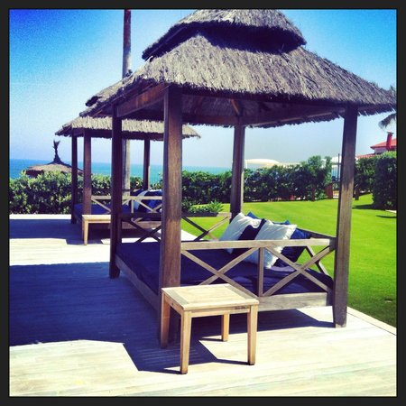 Finca Cortesin Hotel, Golf & Spa : Camas Balinesas