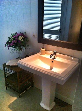Finca Cortesin Hotel, Golf & Spa : Detalle de los lavabos