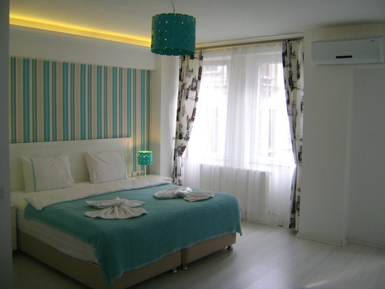 Yazar Hotel: Chambre claire et spacieuse