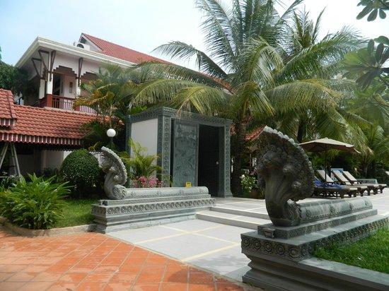 Ree Hotel: бассейн