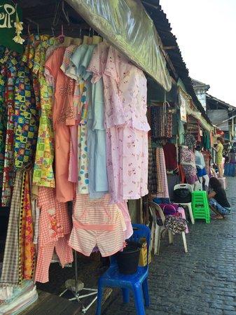 Bogyoke Aung San Market : 衣類のお店