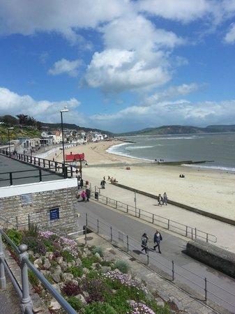 Largigi: Vue sur la plage de Lyme Regis