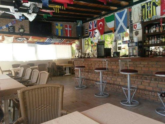Albatros Apartments: Part of the bar area