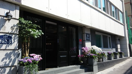 WON`s Ville Myeong-dong: Entrance