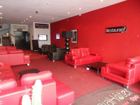Zenia Hotel & Spa : hall d'entrée où il n'y a personne ...