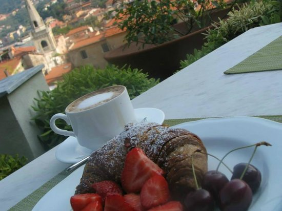 Doria Park Hotel: Breakfast on terrace