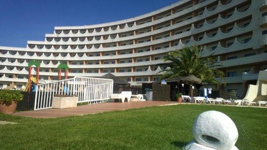 Hotel Paraíso de Albufeira : Hotel from pool