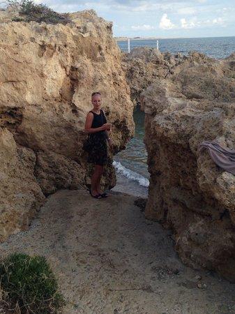Akti Beach Village Resort : Zejście do morza przy samym hotelu
