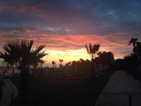 Akti Beach Village Resort : Zachód słońca przy hotelu