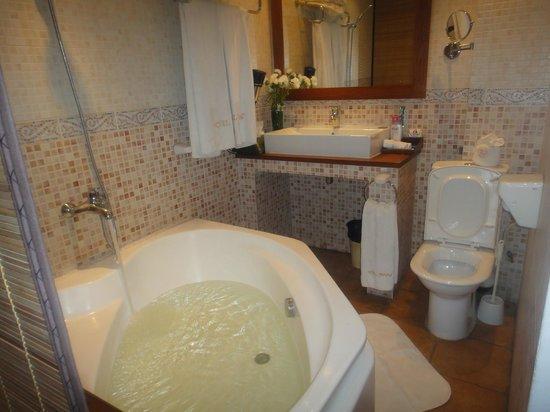 Hotel Brajas: ванная комната