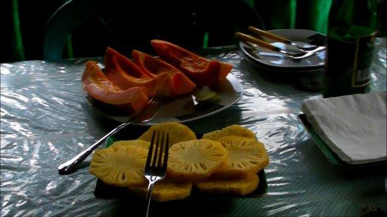 Medalanda Eco Resort: Fruits frais servis à Medalanda. Fresh fruits in Medalanda.