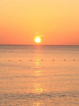 Sunshine Suites Resort : Cayman Island Sunset