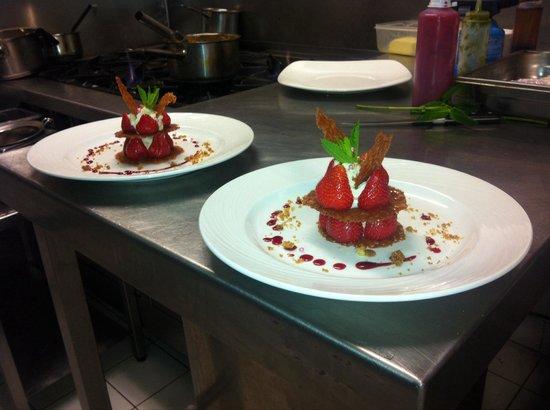 Enfaim: 1000 feuilles de fraises en tuiles dentelles crème Chibouste