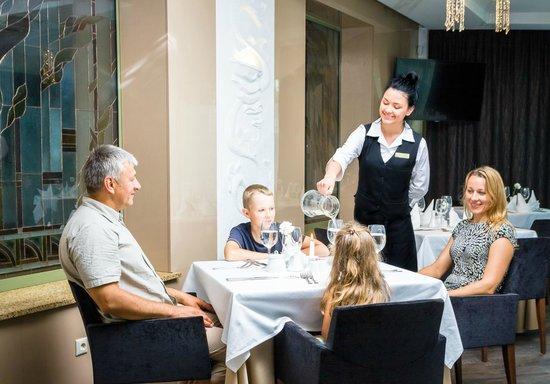 """druskininkai men 4–ių žvaigždučių viešbutis """"druskininkai"""" - net 51 erdvūs, originalaus dizaino kambariai, skirtingiems poreikiams jūsų šeimos rezidencija ir vasarą, ir žiemą."""