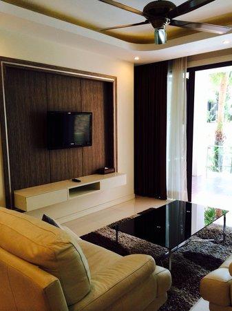 Wyndham Sea Pearl Resort Phuket: Living room(One bedroom Deluxe Suite)