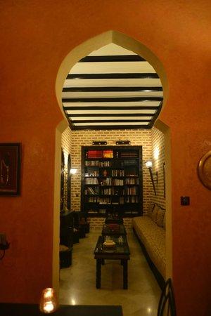 Riad Soleil d'Orient: The Library
