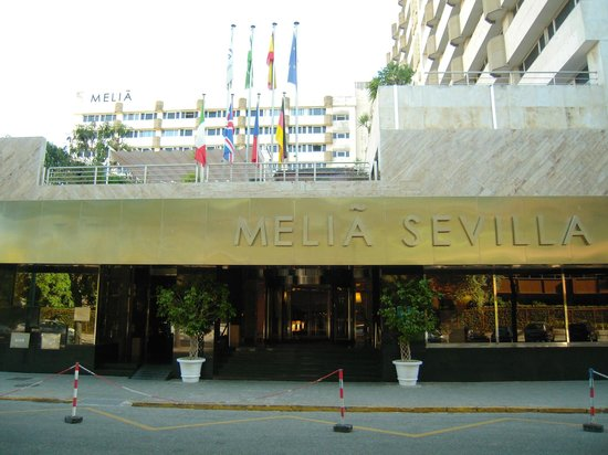 Melia Sevilla : L'entrée de l'Hôtel